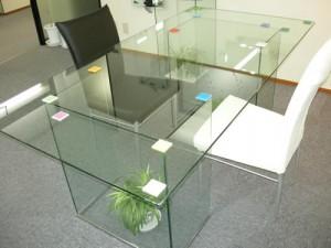 シンプルガラステーブル